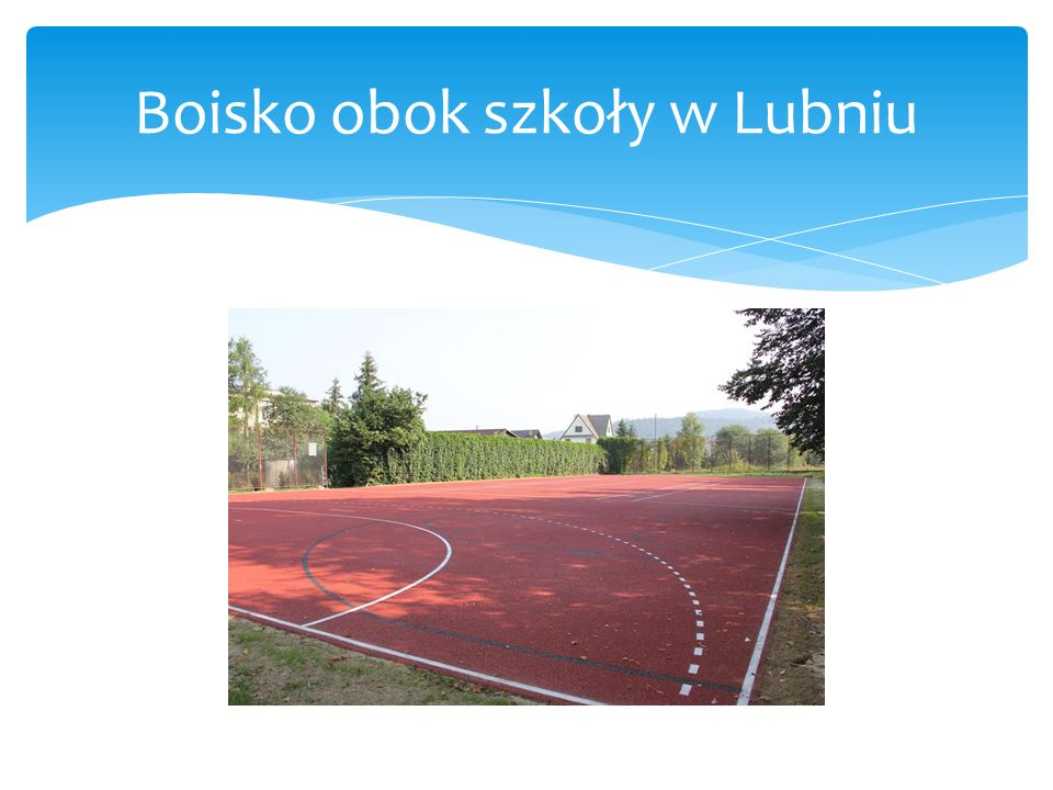 Boisko obok szkoły i gimnazjum w Tenczynie