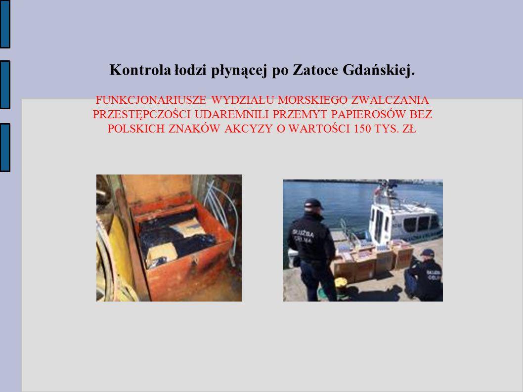 Kontrola łodzi płynącej po Zatoce Gdańskiej. FUNKCJONARIUSZE WYDZIAŁU MORSKIEGO ZWALCZANIA PRZESTĘPCZOŚCI UDAREMNILI PRZEMYT PAPIEROSÓW BEZ POLSKICH Z