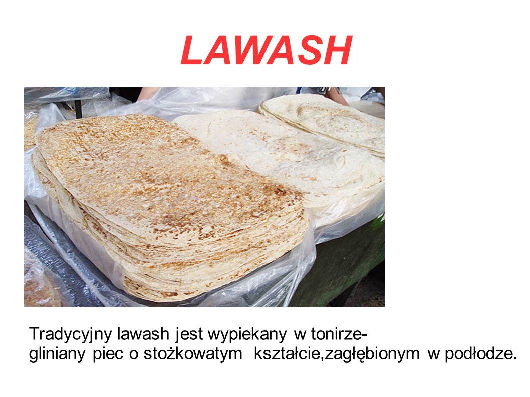 Tradycyjny lawash jest wypiekany w tonirze- gliniany piec o stożkowatym kształcie,zagłębionym w podłodze.