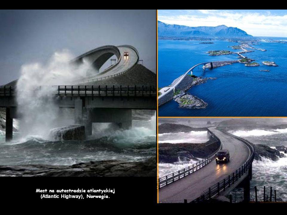 Most na autostradzie atlantyckiej (Atlantic Highway), Norwegia.