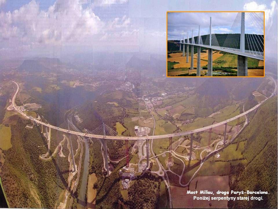 W Internecie zidentyfikowany jako most, ale jest to punkt widokowy w Hiyoshi Dam w Kyoto, Japonia