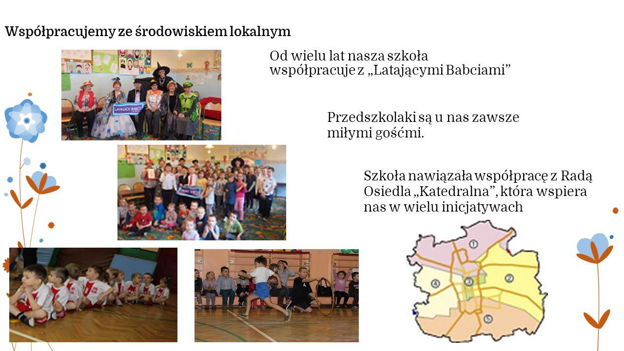 """Współpracujemy ze środowiskiem lokalnym Od wielu lat nasza szkoła współpracuje z """"Latającymi Babciami Przedszkolaki są u nas zawsze miłymi gośćmi."""