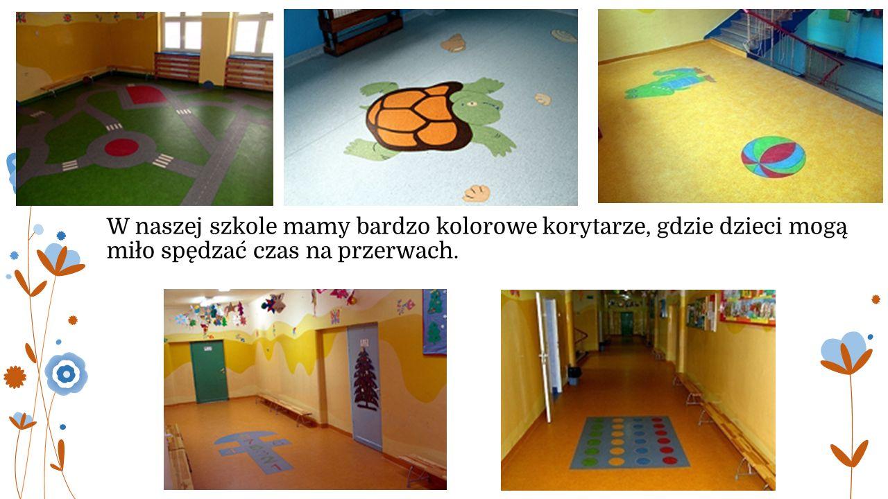 W naszej szkole mamy bardzo kolorowe korytarze, gdzie dzieci mogą miło spędzać czas na przerwach.