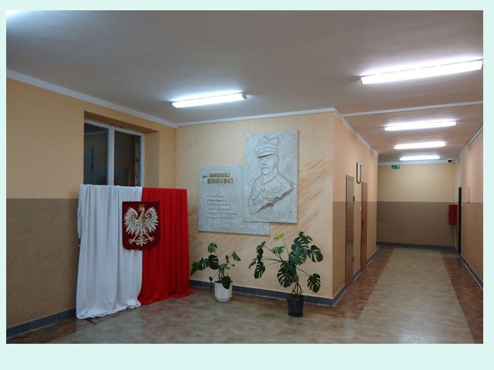 Muzeum w Żelazowej Woli - przed pomnikiem Chopina
