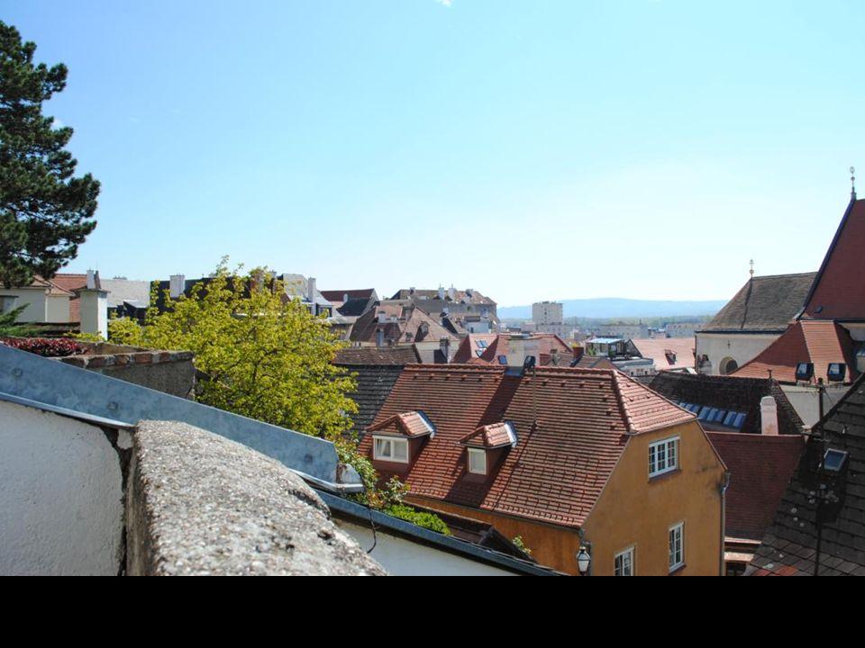 Widok na miasto z tarasu przed kościołem