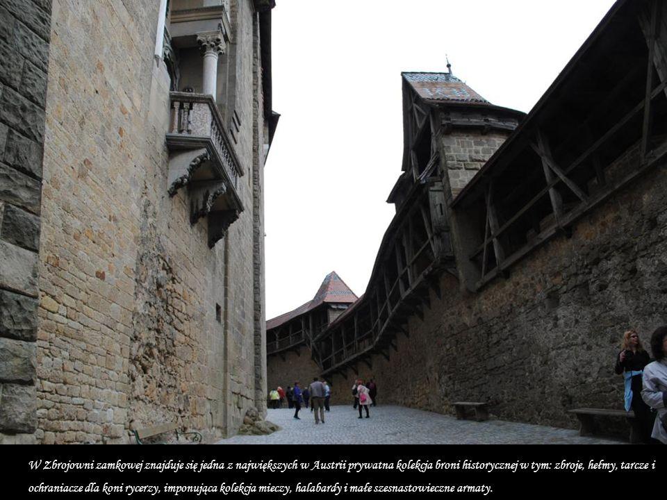 Podobnie jak kilka wieków temu, odrestaurowany, zamek Kreuzenstein jest własnością dynastii Wilczków. We wnętrzach niedostępne do fotografowanie są: Z