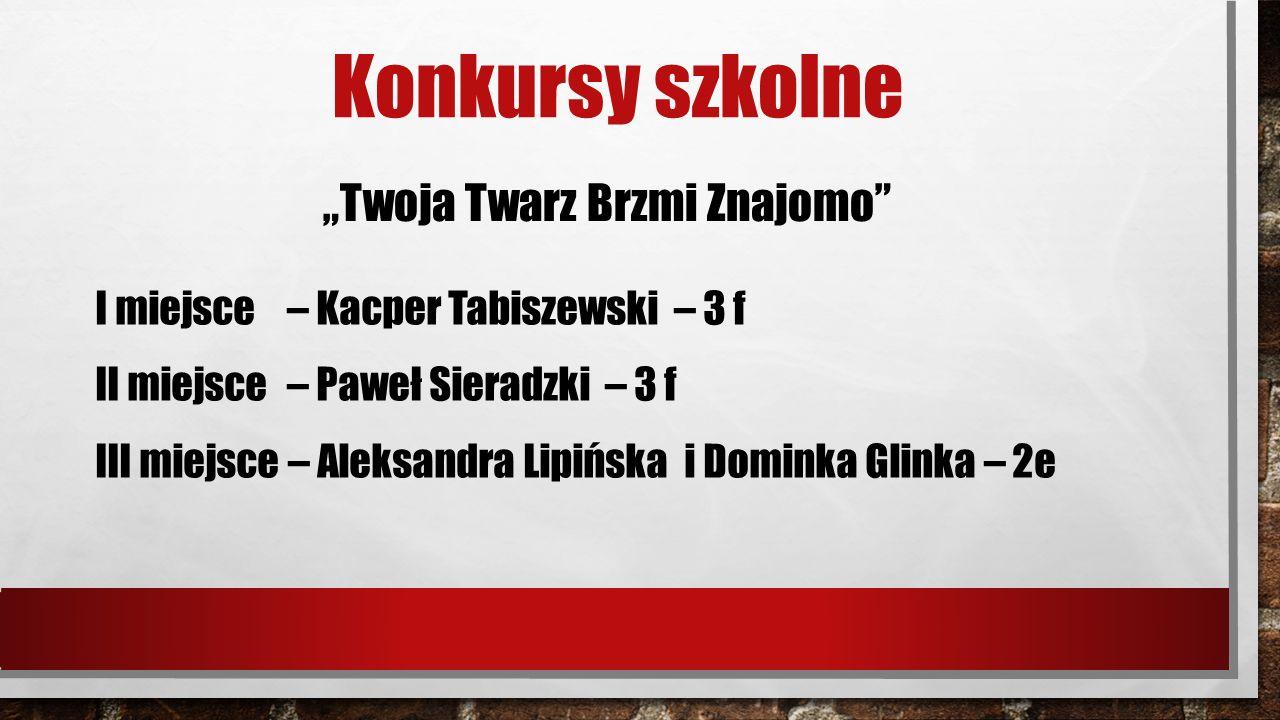 """Konkursy szkolne """"Twoja Twarz Brzmi Znajomo I miejsce – Kacper Tabiszewski – 3 f II miejsce – Paweł Sieradzki – 3 f III miejsce – Aleksandra Lipińska i Dominka Glinka – 2e"""