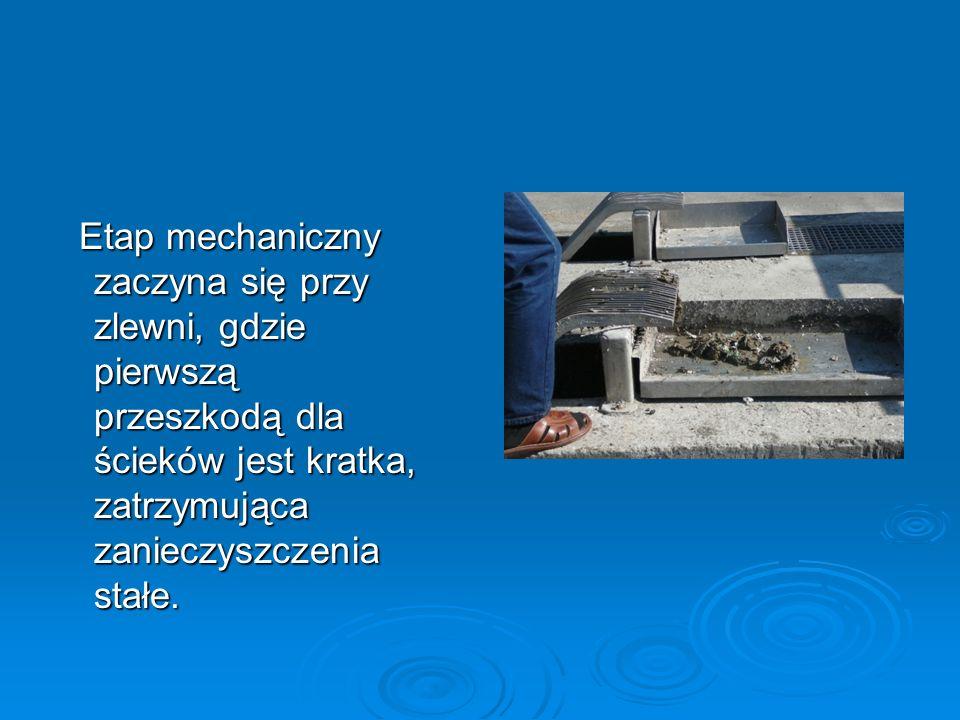Etap mechaniczny zaczyna się przy zlewni, gdzie pierwszą przeszkodą dla ścieków jest kratka, zatrzymująca zanieczyszczenia stałe.