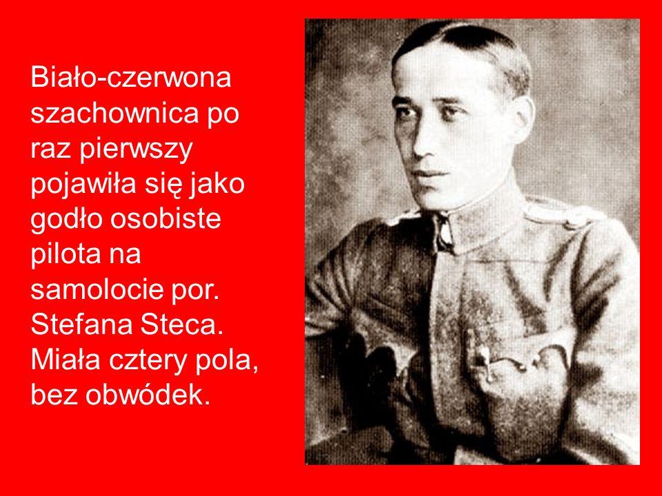 Biało-czerwona szachownica po raz pierwszy pojawiła się jako godło osobiste pilota na samolocie por. Stefana Steca. Miała cztery pola, bez obwódek.