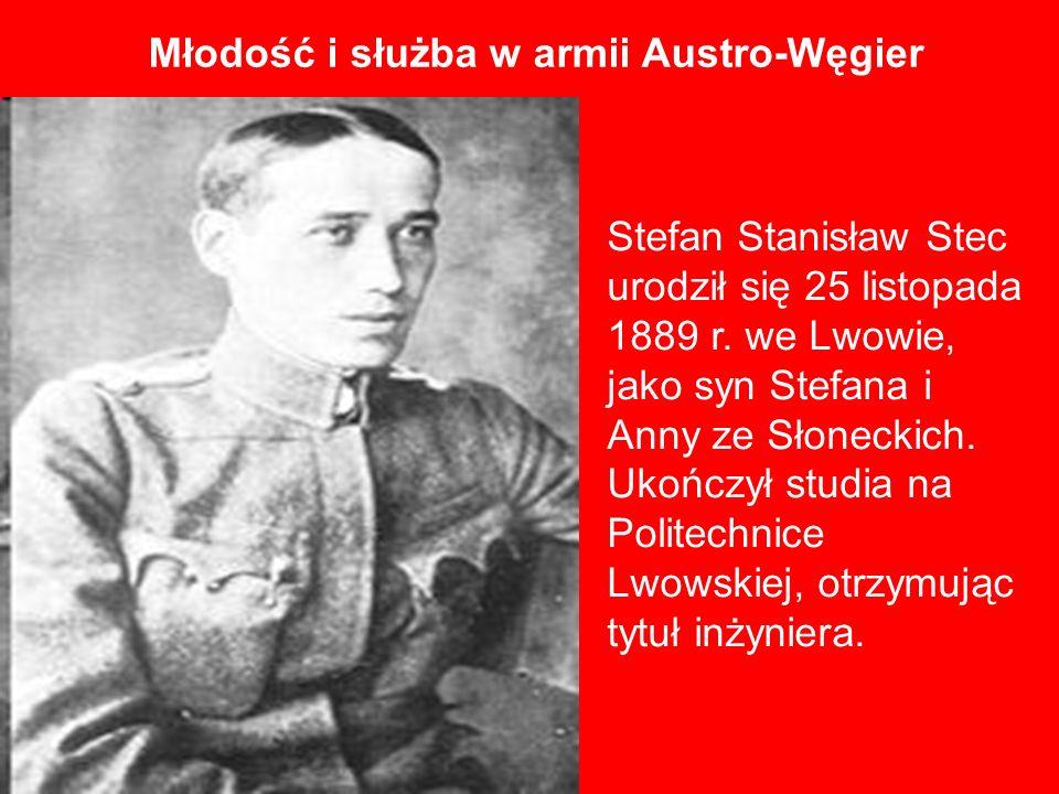 Stefan Stanisław Stec urodził się 25 listopada 1889 r. we Lwowie, jako syn Stefana i Anny ze Słoneckich. Ukończył studia na Politechnice Lwowskiej, ot