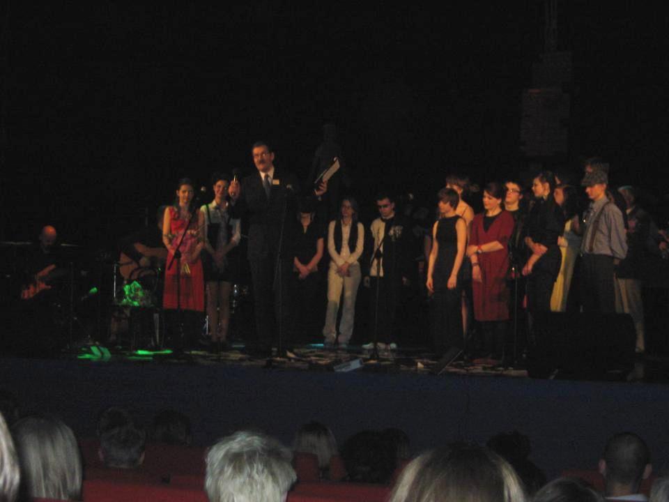 """Wyjście na spektakl """"Bardzo wielka woda z piosenkami Agnieszki Osieckiej przygotowany przez uczniow 12 LO – 26.03."""
