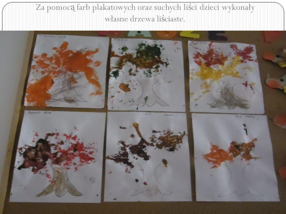 Za pomoc ą farb plakatowych oraz suchych li ś ci dzieci wykonały własne drzewa li ś ciaste.