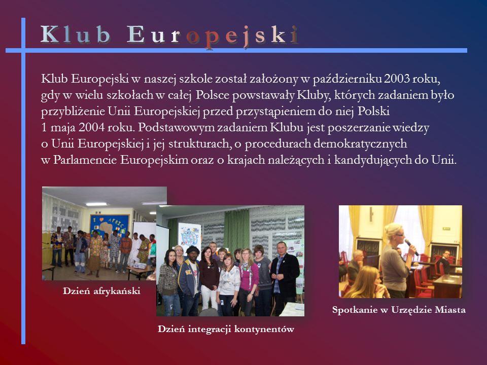 Klub Europejski w naszej szkole został założony w październiku 2003 roku, gdy w wielu szkołach w całej Polsce powstawały Kluby, których zadaniem było przybliżenie Unii Europejskiej przed przystąpieniem do niej Polski 1 maja 2004 roku.