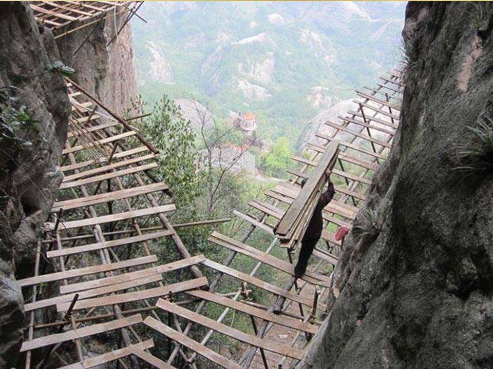 Również sam proces budowy tej ścieżki był niezwykły.