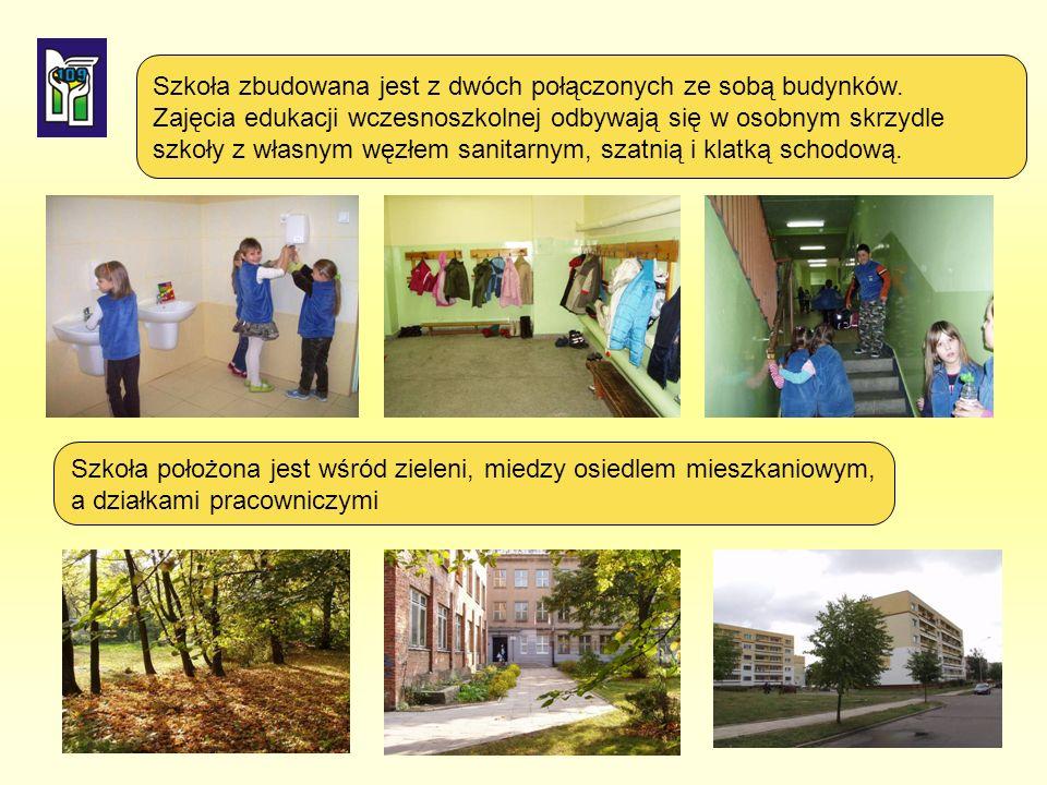 Szkoła zbudowana jest z dwóch połączonych ze sobą budynków.