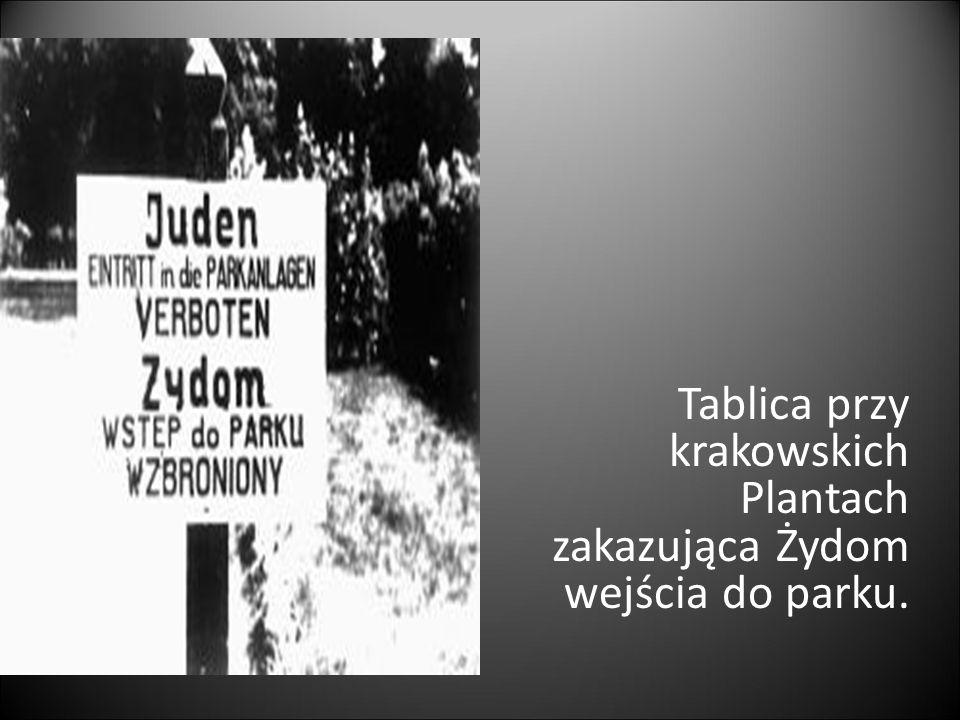 Tablica przy krakowskich Plantach zakazująca Żydom wejścia do parku.
