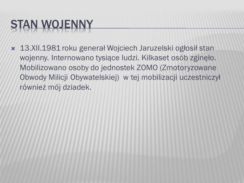 13.XII.1981 roku generał Wojciech Jaruzelski ogłosił stan wojenny. Internowano tysiące ludzi. Kilkaset osób zginęło. Mobilizowano osoby do jednostek