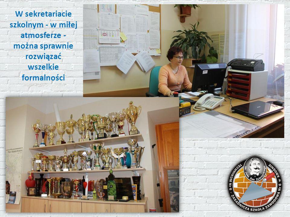 W sekretariacie szkolnym - w miłej atmosferze - można sprawnie rozwiązać wszelkie formalności