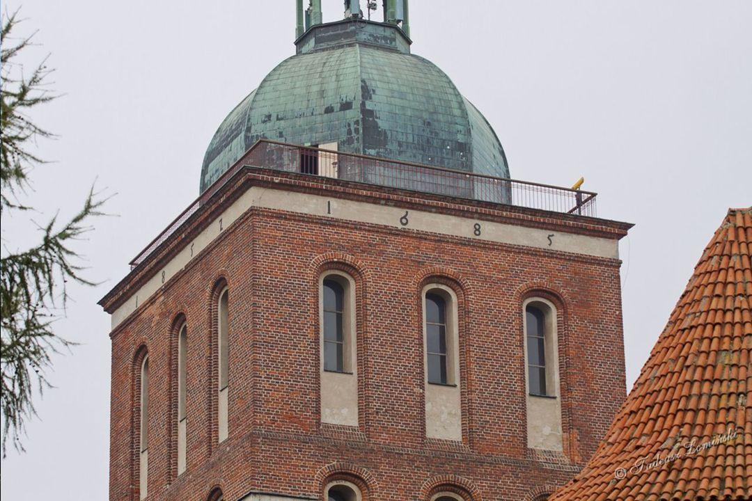 Dziedziniec katedralny