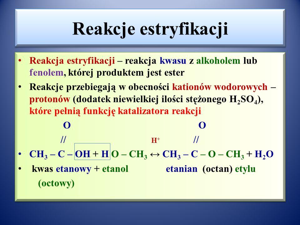 Ester kwasu salicylowego i etanowego - aspiryna O // OH + HOOC-CH 3 O - C - CH 3  + H 2 O COOH COOH kwas salicylowy + kwas etanowy kwas acetylosalicylowy (aspiryna) (octowy) Reakcja przebiega z udziałem bezwodnika kwasu etanowego (octowego ) : (CH 3 –CO) 2 O, produktem ubocznym nie jest woda lecz kwas etanowy (octowy) Aspiryna jest powszechnie stosowana jako lecz przeciwgorączkowy i przeciwbólowy.