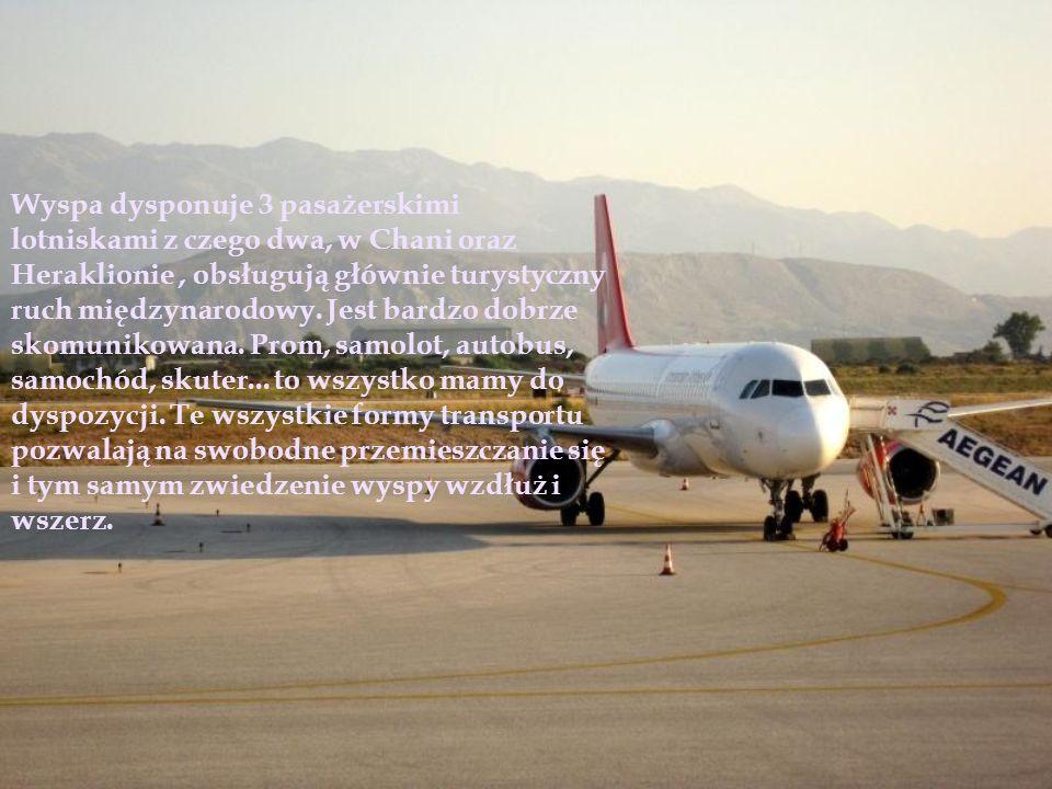 Wyspa dysponuje 3 pasażerskimi lotniskami z czego dwa, w Chani oraz Heraklionie, obsługują głównie turystyczny ruch międzynarodowy. Jest bardzo dobrze
