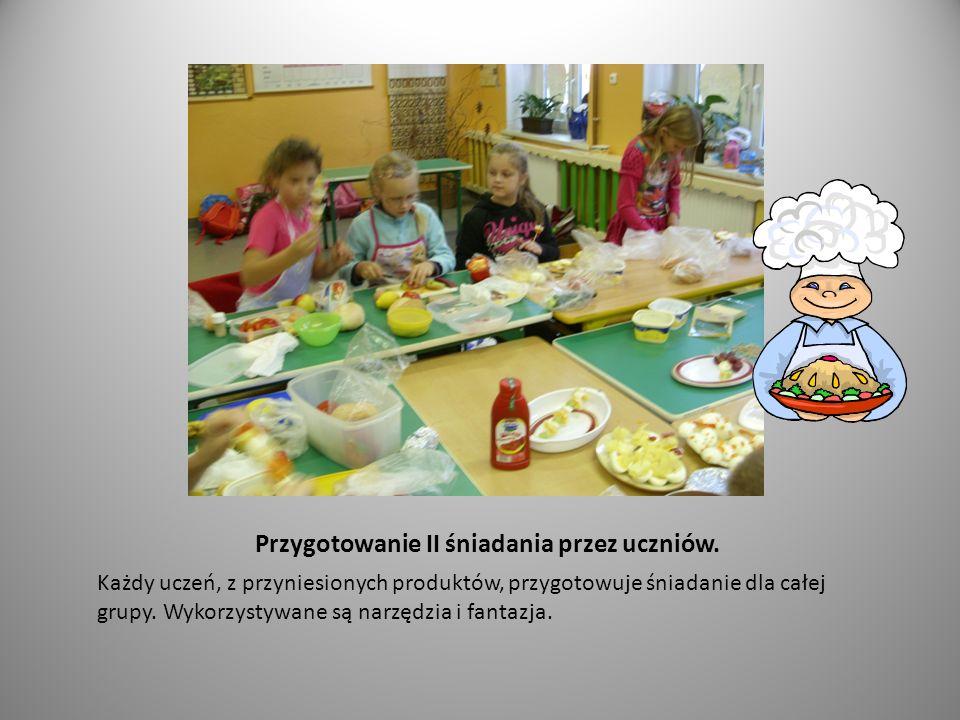 Przygotowanie II śniadania przez uczniów.