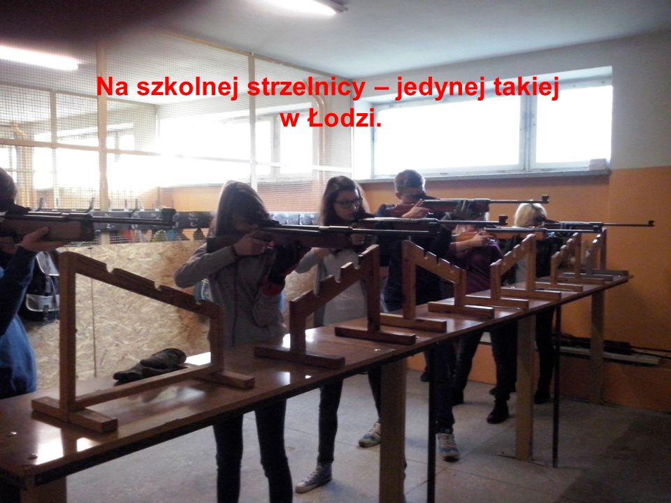 Na szkolnej strzelnicy – jedynej takiej w Łodzi.