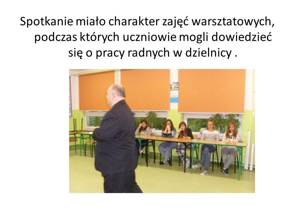 Spotkanie miało charakter zajęć warsztatowych, podczas których uczniowie mogli dowiedzieć się o pracy radnych w dzielnicy.
