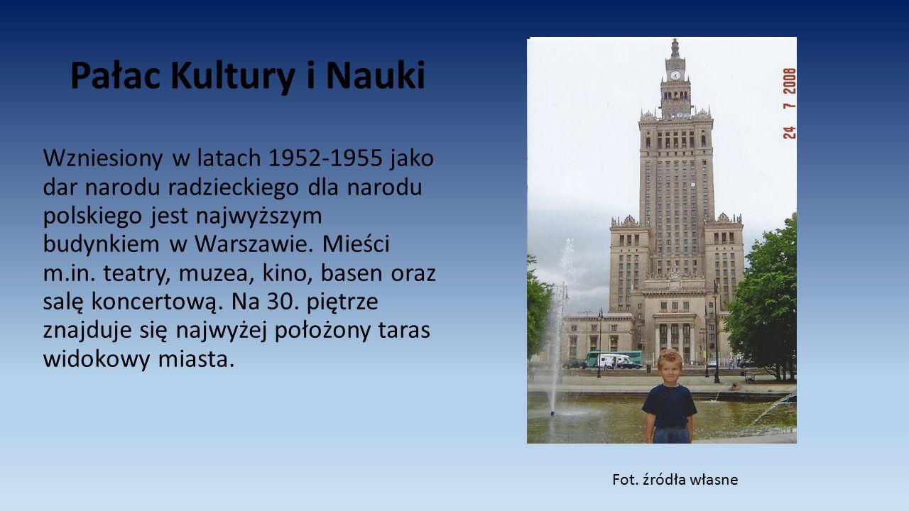 Pałac Kultury i Nauki Wzniesiony w latach 1952-1955 jako dar narodu radzieckiego dla narodu polskiego jest najwyższym budynkiem w Warszawie. Mieści m.