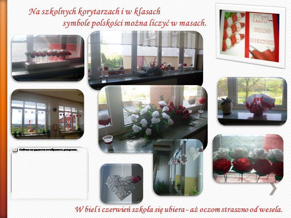 Na szkolnych korytarzach i w klasach symbole polskości można liczyć w masach.