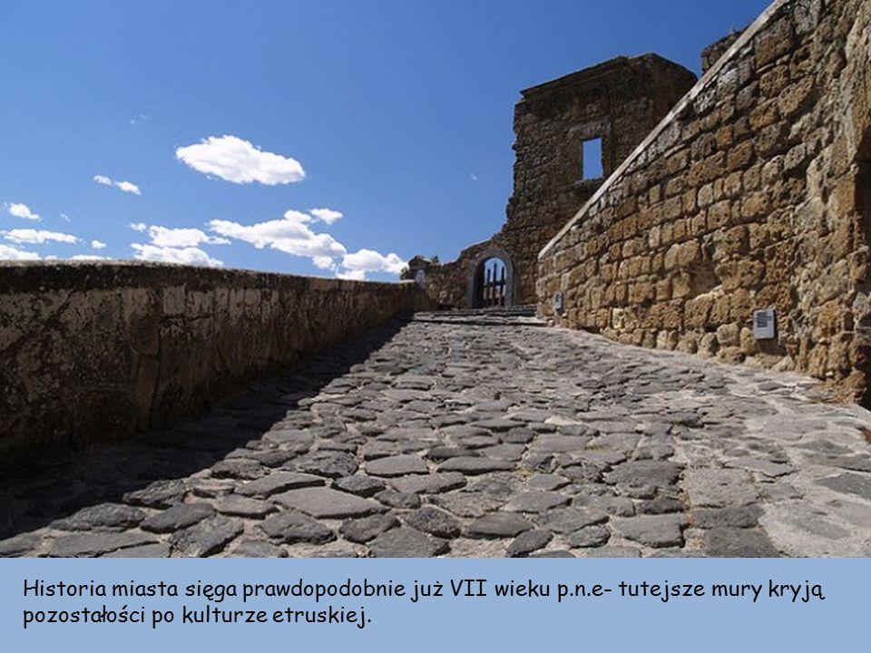 Historia miasta sięga prawdopodobnie już VII wieku p.n.e- tutejsze mury kryją pozostałości po kulturze etruskiej.