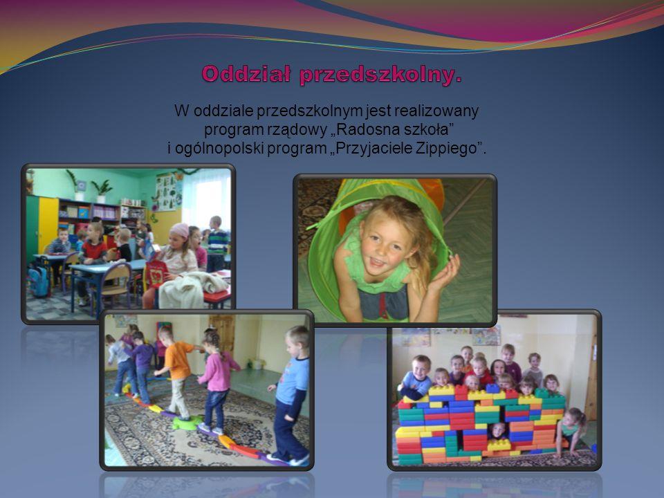 """W oddziale przedszkolnym jest realizowany program rządowy """"Radosna szkoła i ogólnopolski program """"Przyjaciele Zippiego ."""