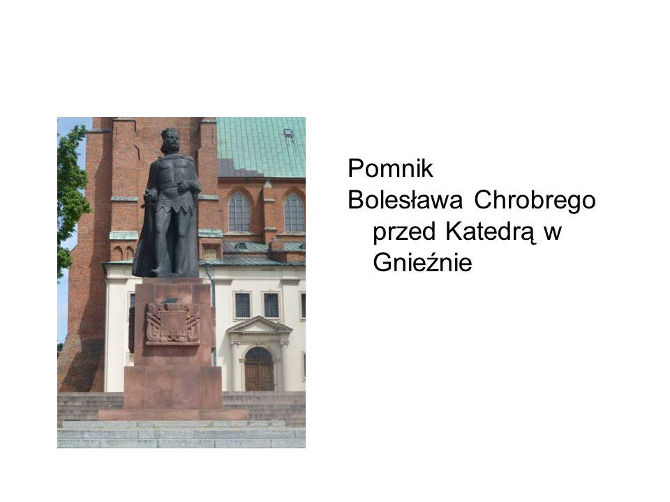 Pomnik Bolesława Chrobrego przed Katedrą w Gnieźnie