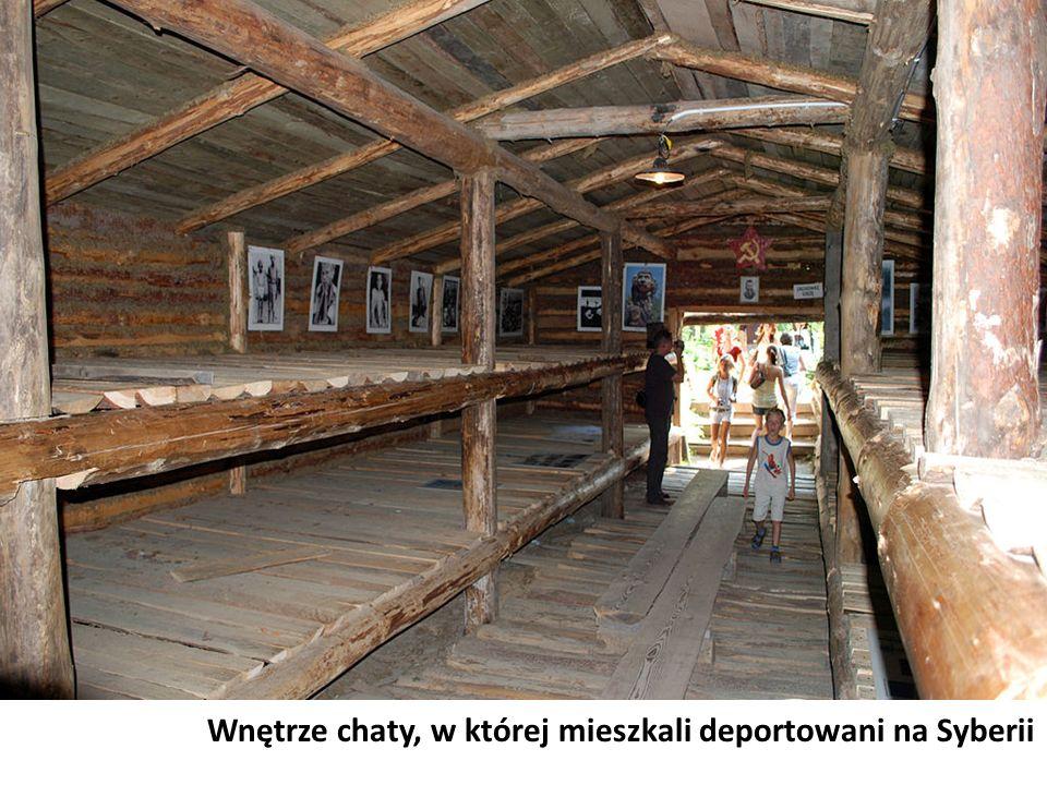 Wnętrze chaty, w której mieszkali deportowani na Syberii