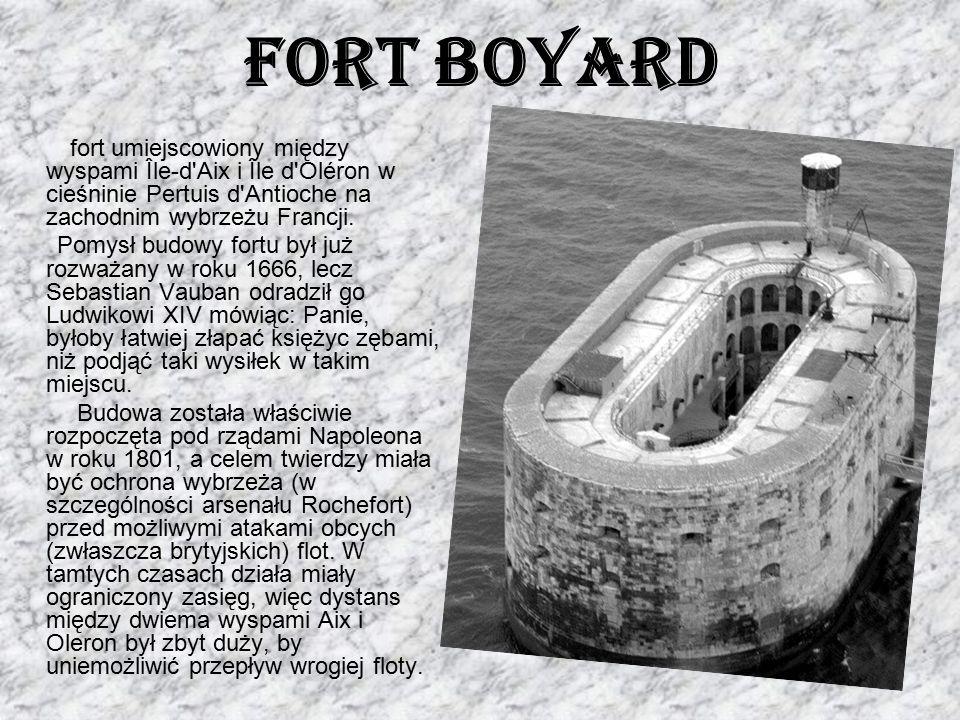 Fort Boyard fort umiejscowiony między wyspami Île-d'Aix i Île d'Oléron w cieśninie Pertuis d'Antioche na zachodnim wybrzeżu Francji. Pomysł budowy for