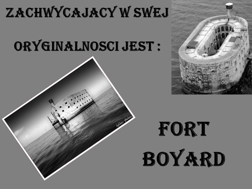 Fort Boyard Napotykając trudności związane z przygotowaniem fundamentów, polegające na zapadaniu się w piaszczyste dno kamiennych bloków projekt został wstrzymany w 1809 roku.