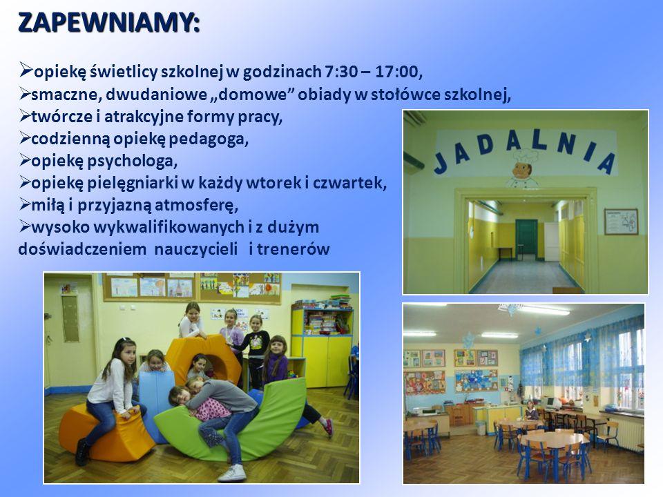"""ZAPEWNIAMY:  opiekę świetlicy szkolnej w godzinach 7:30 – 17:00,  smaczne, dwudaniowe """"domowe obiady w stołówce szkolnej,  twórcze i atrakcyjne formy pracy,  codzienną opiekę pedagoga,  opiekę psychologa,  opiekę pielęgniarki w każdy wtorek i czwartek,  miłą i przyjazną atmosferę,  wysoko wykwalifikowanych i z dużym doświadczeniem nauczycieli i trenerów"""