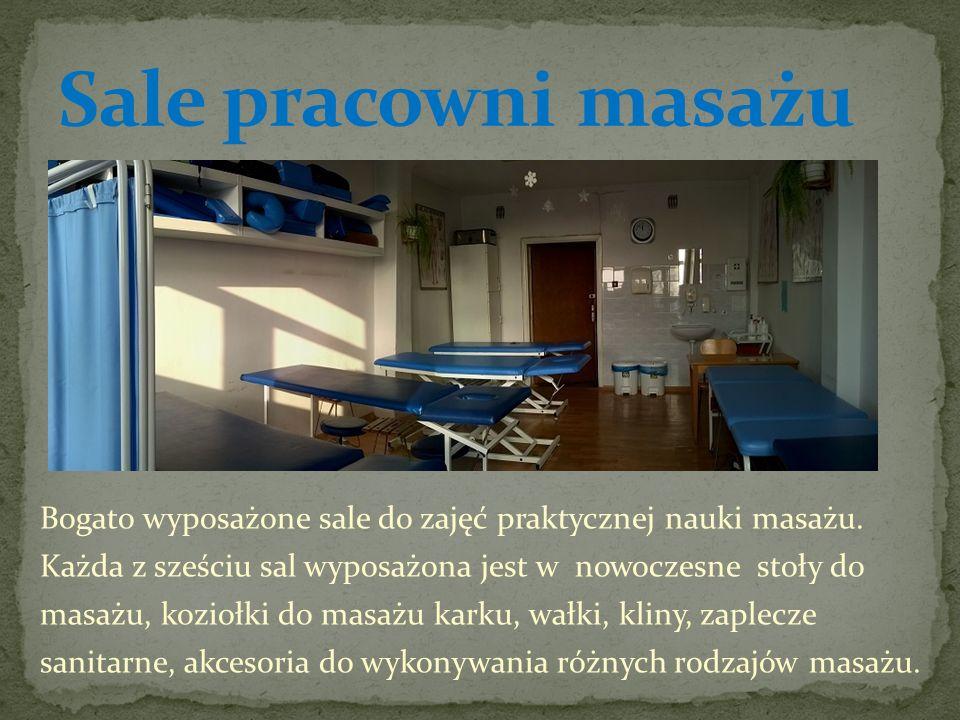 Pracownie są wyposażone zgodnie z podstawą programową w niezbędne akcesoria do masażu przyrządowego