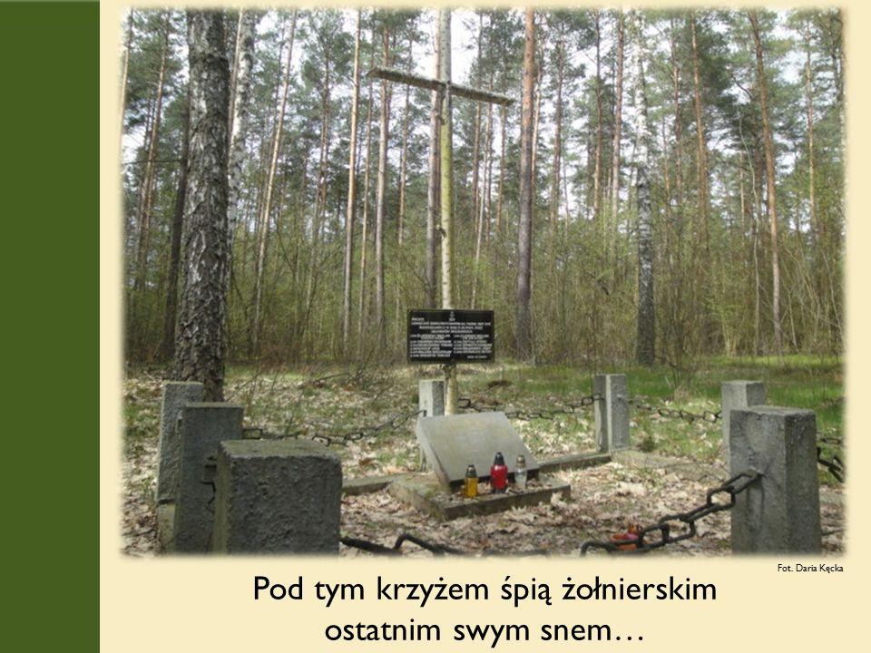 Pod tym krzyżem śpią żołnierskim ostatnim swym snem… Fot. Daria Kęcka