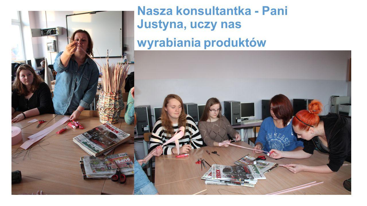 Nasza konsultantka - Pani Justyna, uczy nas wyrabiania produktów