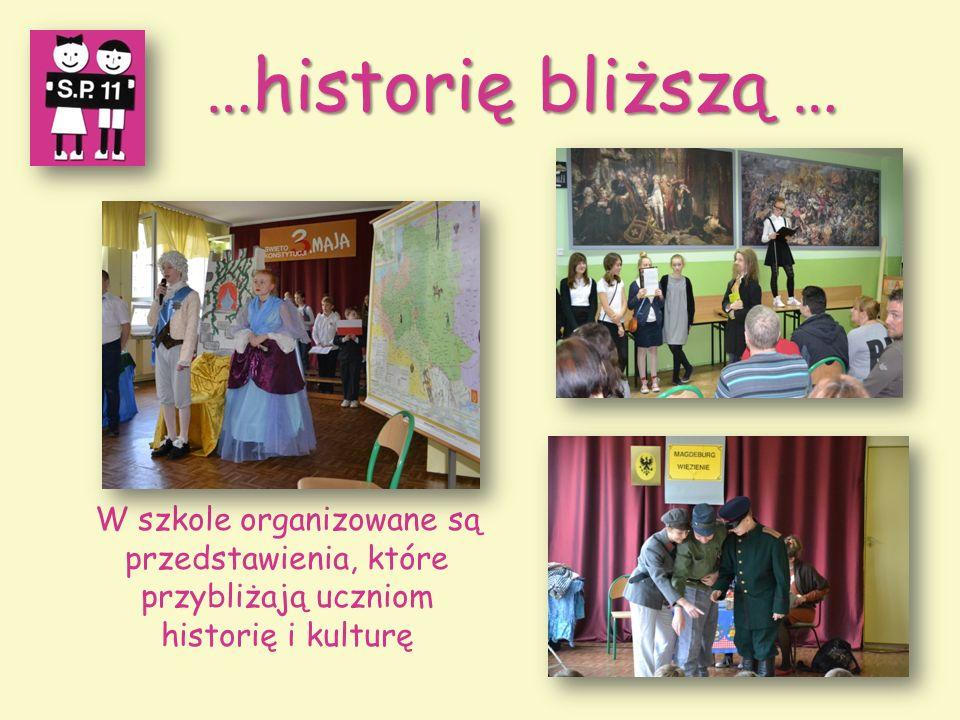 …historię bliższą … W szkole organizowane są przedstawienia, które przybliżają uczniom historię i kulturę