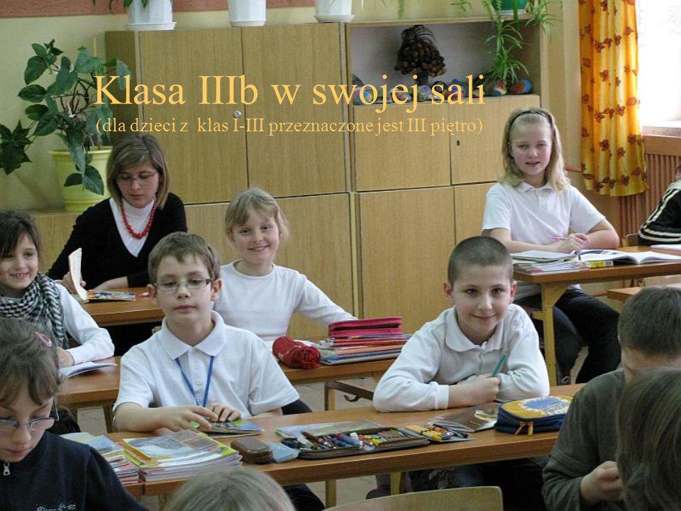 Klasa IIIb w swojej sali (dla dzieci z klas I-III przeznaczone jest III piętro)