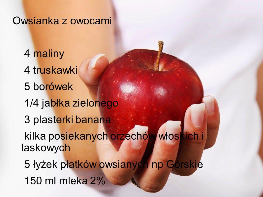 Owsianka z owocami 4 maliny 4 truskawki 5 borówek 1/4 jabłka zielonego 3 plasterki banana kilka posiekanych orzechów włoskich i laskowych 5 łyżek płatków owsianych np Górskie 150 ml mleka 2%