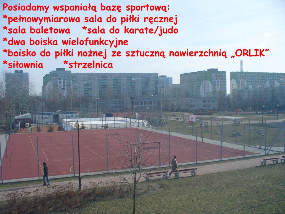 Posiadamy wspaniałą bazę sportową: *pełnowymiarowa sala do piłki ręcznej *sala baletowa *sala do karate/judo *dwa boiska wielofunkcyjne *boisko do pił