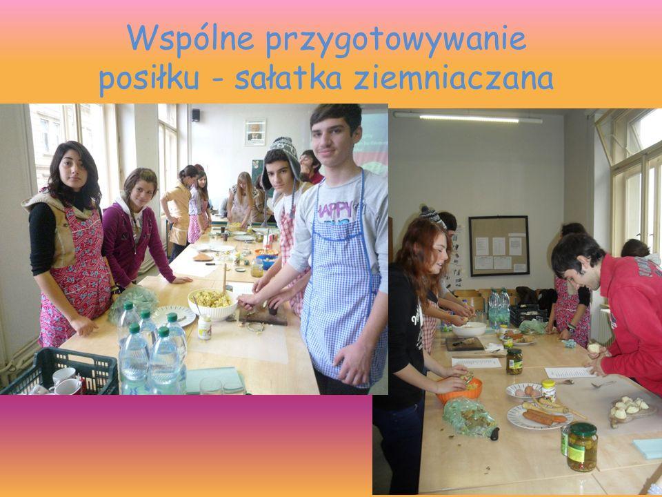 Wspólne przygotowywanie posiłku - sałatka ziemniaczana
