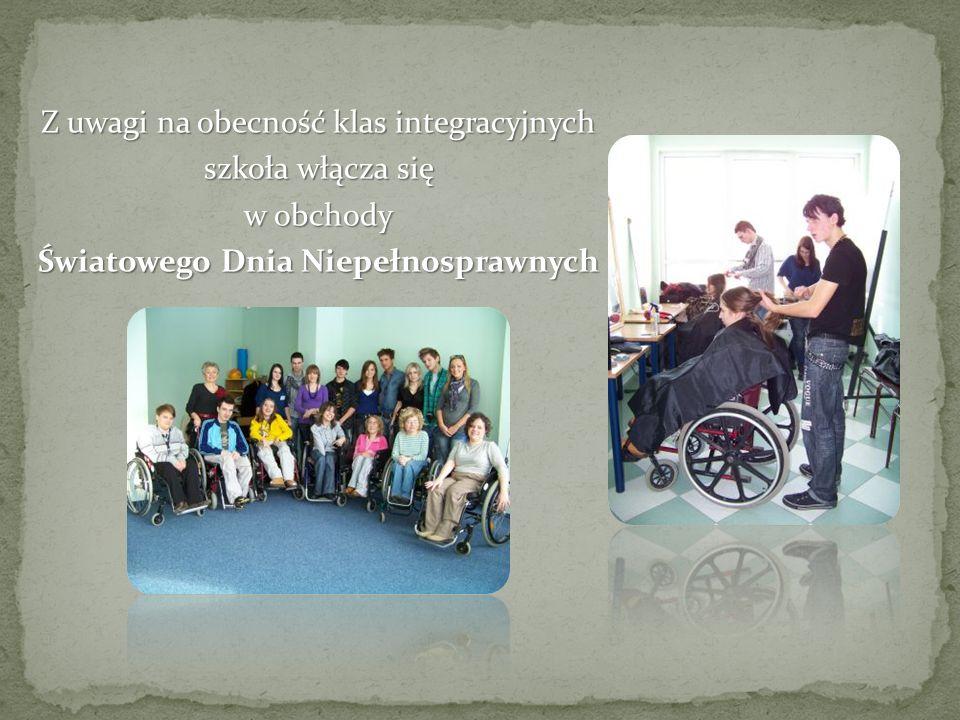 Z uwagi na obecność klas integracyjnych szkoła włącza się w obchody Światowego Dnia Niepełnosprawnych