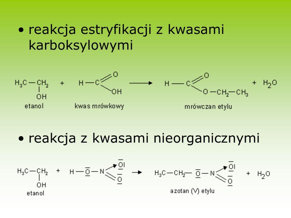 Alkohol metylowy- CH 3 OH ciecz charakterystycznym zapachu, dość lotna, o gęstości nieco mniejszej od wody, dobrze rozpuszczalna w wodzie spala się jasno niebieski płomieniem Silnie trujący Otrzymywany w procesie katalitycznego uwodornienia tlenku węgla (II) CO + 2H 2 CH 3 OH