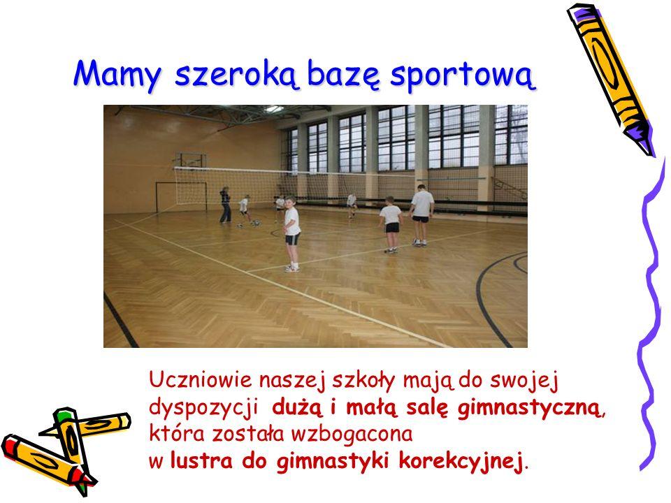 Mamy szeroką bazę sportową Uczniowie naszej szkoły mają do swojej dyspozycji dużą i małą salę gimnastyczną, która została wzbogacona w lustra do gimna