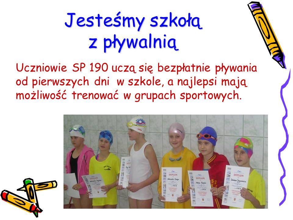 Jesteśmy szkołą z pływalnią Uczniowie SP 190 uczą się bezpłatnie pływania od pierwszych dni w szkole, a najlepsi mają możliwość trenować w grupach spo