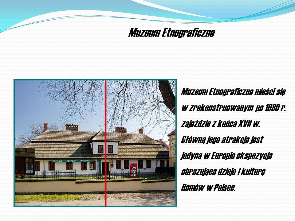 Muzeum Etnograficzne mieści się w zrekonstruowanym po 1980 r.